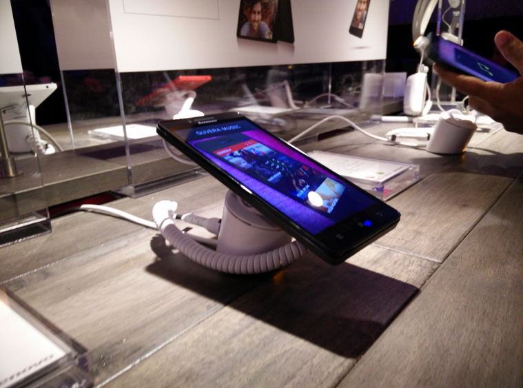 Lenovo A6000 telefon CES 2015' te tanıtıldı