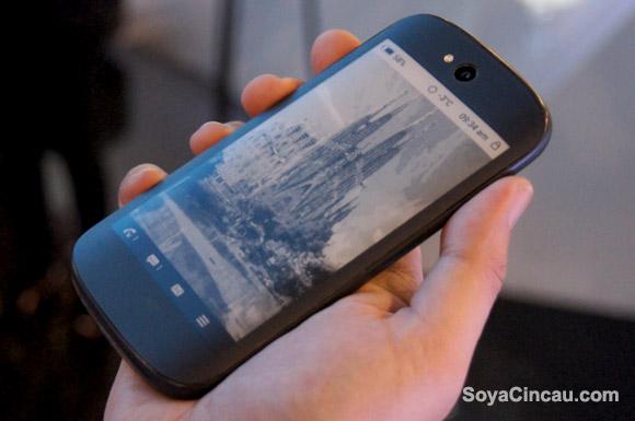 Çift Ekranlı YotaPhone 2 Tanıtıldı